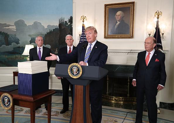 Wilbur Ross「President Trump Makes Statement And Signs Spending Bill」:写真・画像(5)[壁紙.com]