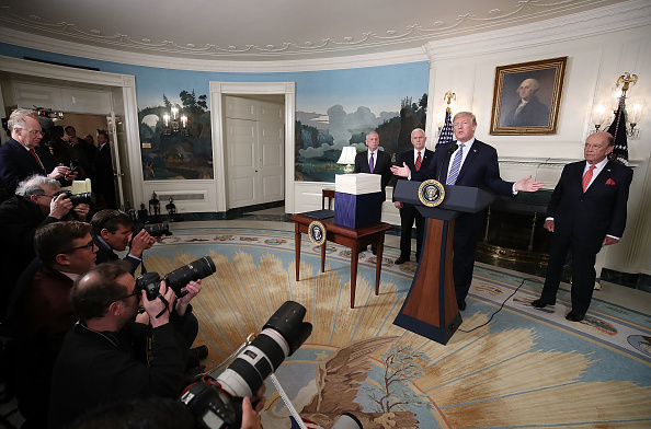 Wilbur Ross「President Trump Makes Statement And Signs Spending Bill」:写真・画像(5)[壁紙.com]