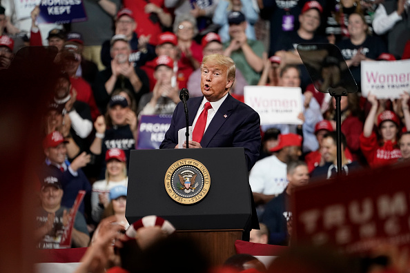 Manchester - New Hampshire「President Trump Holds Rally In New Hampshire Day Before State's Primary」:写真・画像(3)[壁紙.com]