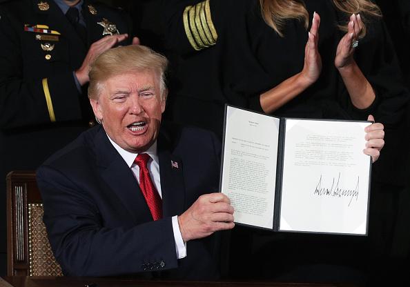 Writing「President Trump Speaks On Administration's Efforts In Combatting The Opioid Epidemic」:写真・画像(9)[壁紙.com]