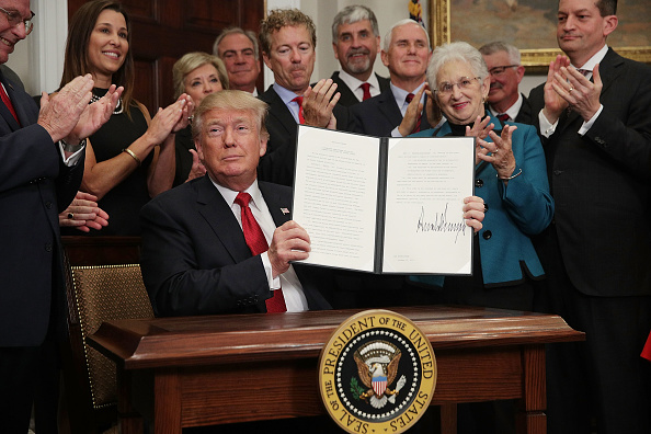 Writing「President Trump Signs Executive Order To Promote Healthcare Choice」:写真・画像(8)[壁紙.com]