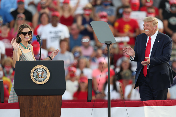 Laughing「Donald Trump Holds Campaign Rally In Ocala, Florida」:写真・画像(14)[壁紙.com]