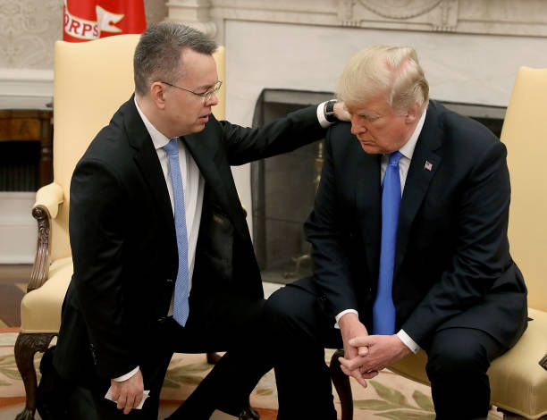 President Trump Meets With Freed Pastor Andrew Brunson At The White House:ニュース(壁紙.com)