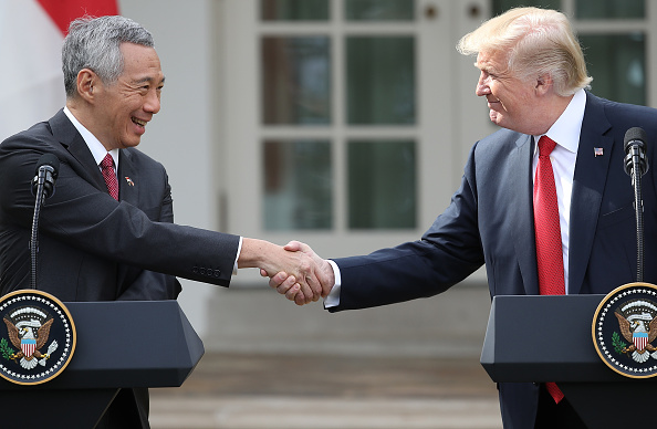 Hand「President Trump And Singapore PM Loong Give Joint Statements At White House」:写真・画像(6)[壁紙.com]