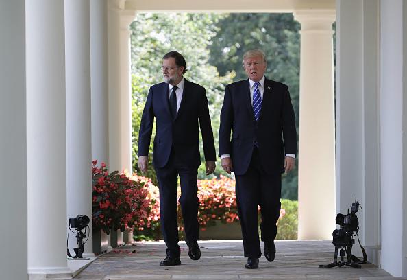 全身「President Trump Holds Joint Press Conference With Prime Minister Of Spain」:写真・画像(12)[壁紙.com]