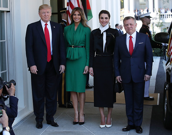 全身「President Trump And First Lady Welcome Jordan's King Abdullah And Queen Rania To White House」:写真・画像(18)[壁紙.com]