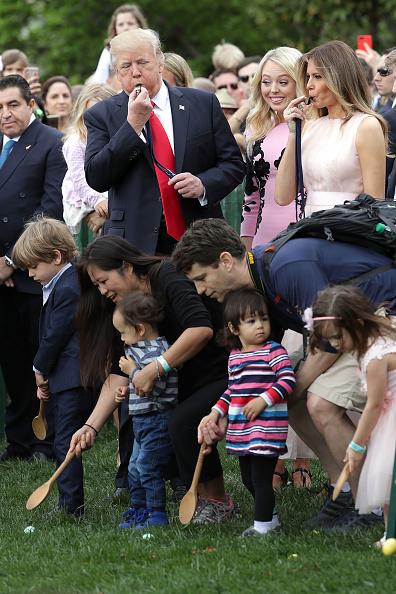 Chip Somodevilla「President Trump And Melania Trump Host White House Easter Egg Roll」:写真・画像(13)[壁紙.com]