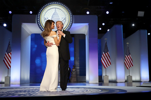 全身「President Donald Trump Attends Inauguration Freedom Ball」:写真・画像(14)[壁紙.com]