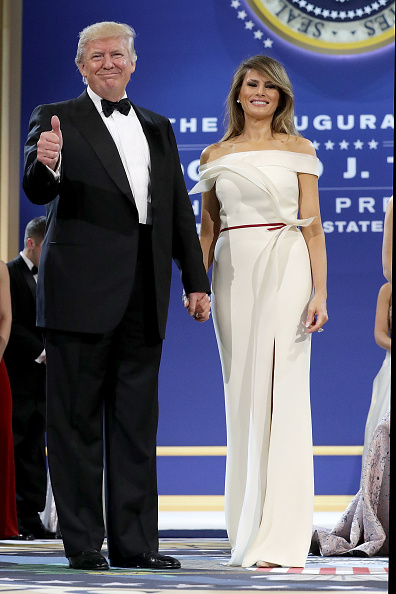 Full Length「President Donald Trump Attends A Salute To Our Armed Services Ball」:写真・画像(12)[壁紙.com]