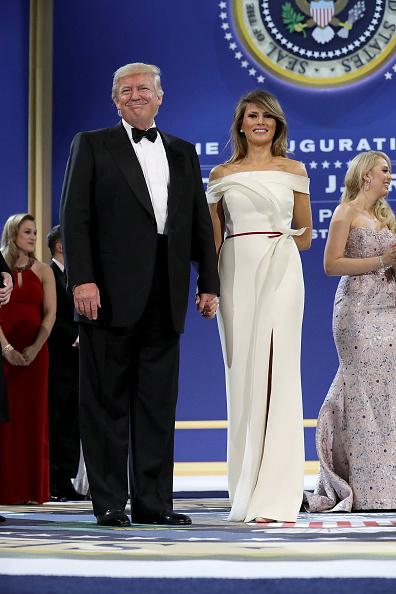 全身「President Donald Trump Attends A Salute To Our Armed Services Ball」:写真・画像(13)[壁紙.com]