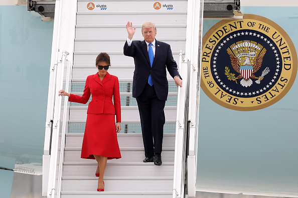 ちりめん生地「U.S. President Donald Trump Arrives At Orly Airport」:写真・画像(6)[壁紙.com]