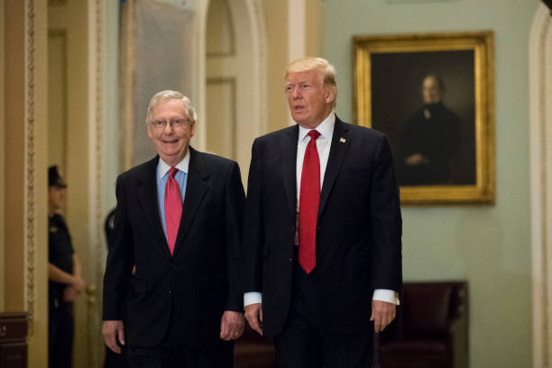Mitch McConnell「President Trump Meets With GOP Senators During Their Weekly Policy Meetings」:写真・画像(15)[壁紙.com]