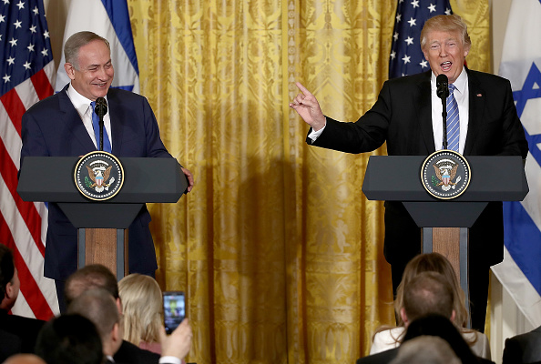 Press Room「Donald Trump Holds Joint Press Conference With Israeli PM Netanyahu」:写真・画像(5)[壁紙.com]