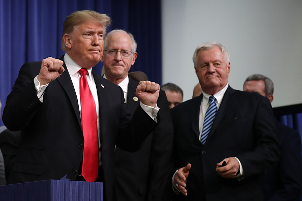 Fist「President Trump Signs Agriculture Improvement Act Of 2018」:写真・画像(0)[壁紙.com]