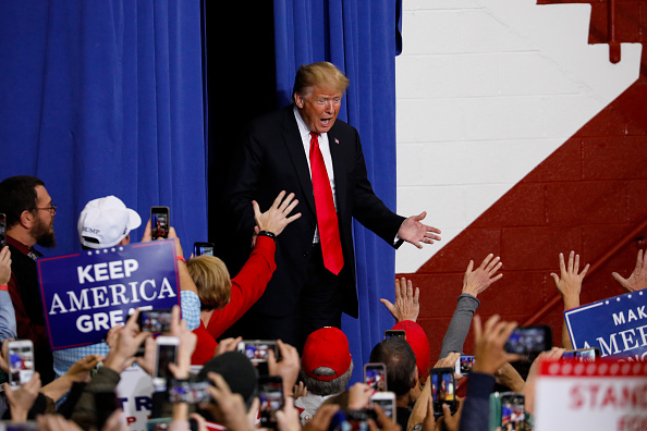Aaron P「President Trump Holds Rally In Indianapolis Ahead Of The Midterm Elections」:写真・画像(8)[壁紙.com]