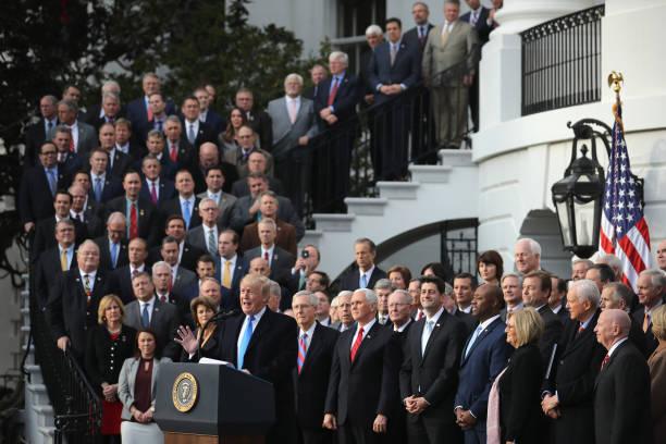 アメリカ共和党「President Trump Speaks On The Passage Of The GOP Tax Plan At The White House」:写真・画像(1)[壁紙.com]