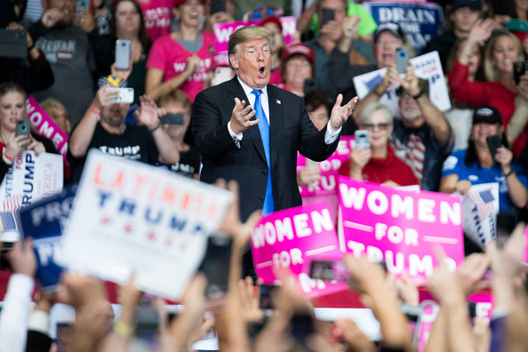 US President「President Trump Holds Campaign Rally At The Bojangles Coliseum In Charlotte, North Carolina」:写真・画像(17)[壁紙.com]