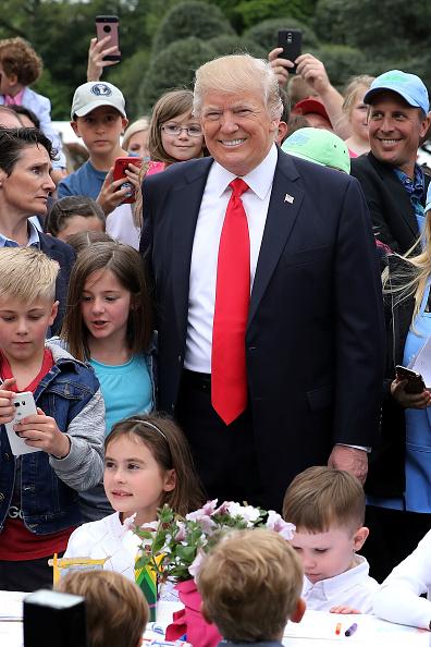 Chip Somodevilla「President Trump And Melania Trump Host White House Easter Egg Roll」:写真・画像(14)[壁紙.com]