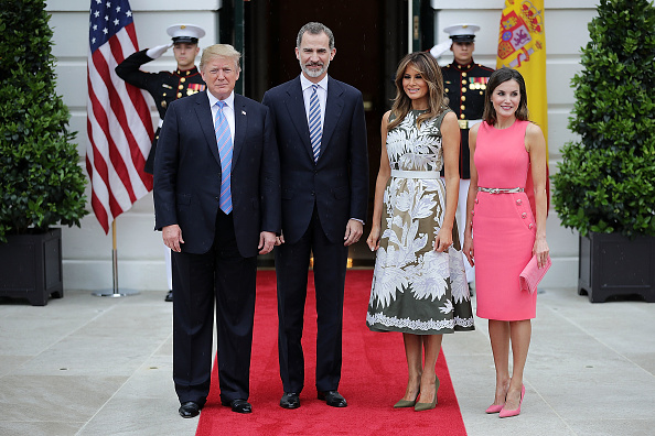 全身「President Trump Hosts Spain's King Felipe And Queen Letizia At The White House」:写真・画像(14)[壁紙.com]