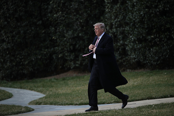 全身「President Trump Departs White House En Route To Newport News, Virginia」:写真・画像(1)[壁紙.com]