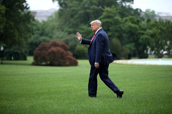 歩く「President Trump Departs White House For Trip To Maine」:写真・画像(19)[壁紙.com]