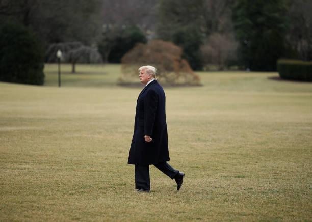 1人「President Trump Departs The White House For West Virginia」:写真・画像(11)[壁紙.com]