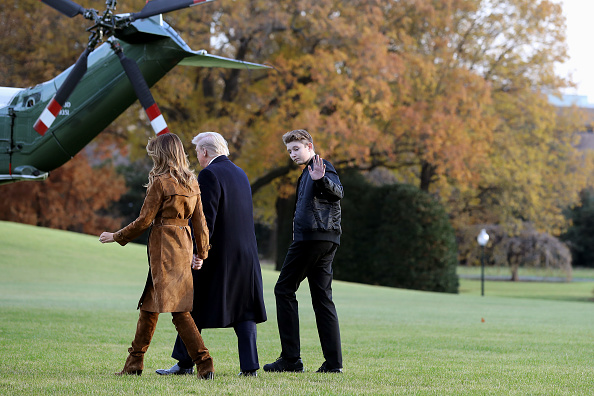 Holiday - Event「President Trump And First Lady Melania Depart White House En Route To Florida」:写真・画像(3)[壁紙.com]