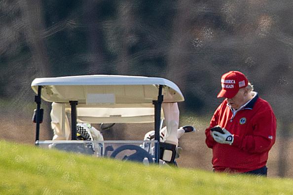 Telephone「President Trump Golfs In Sterling, Virginia On Thanksgiving Day」:写真・画像(6)[壁紙.com]