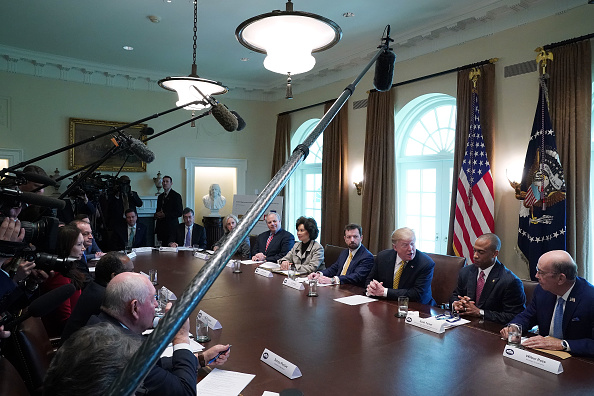 Wilbur Ross「Trump Attends White House Opportunity And Revitalization Council Meeting」:写真・画像(10)[壁紙.com]