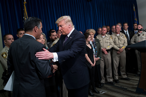 Drew Angerer「President Trump Meets With First Responders And Civilians Involved In Route 91 Harvest Festival Mass Shooting」:写真・画像(9)[壁紙.com]