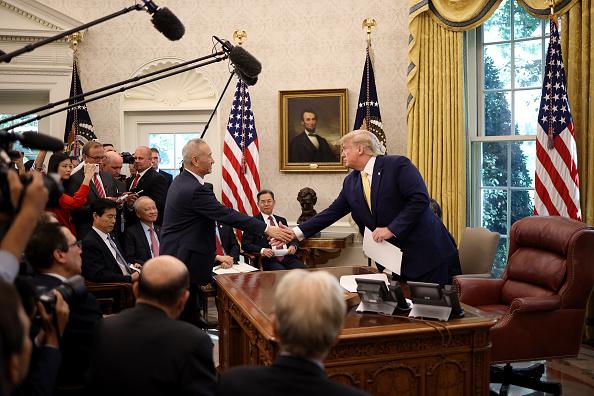 Trader「President Trump Meets With China's Vice Premier  Amid Trade Talks In Washington」:写真・画像(7)[壁紙.com]