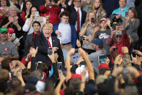 US President「President Trump Holds Rally In Council Bluffs, Iowa」:写真・画像(19)[壁紙.com]