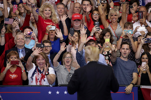 Watching「President Trump Holds Rally In Nashville, Tennessee」:写真・画像(5)[壁紙.com]