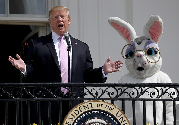 Easter Bunny「President And Mrs Trump Host Annual White House Easter Egg Roll」:写真・画像(1)[壁紙.com]
