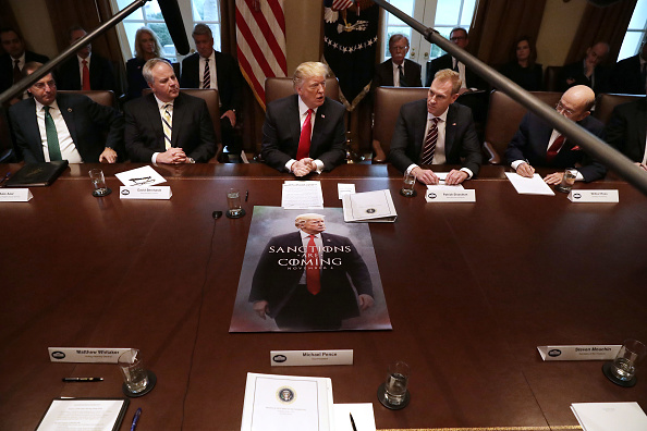 Meeting「President Trump holds Cabinet Meeting At The White House」:写真・画像(15)[壁紙.com]