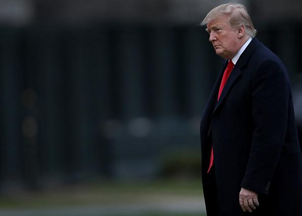 男「President Trump Arrives Back At The White House From Palm Beach, Florida」:写真・画像(1)[壁紙.com]