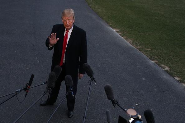 男「President Trump Arrives Back At The White House From Palm Beach, Florida」:写真・画像(12)[壁紙.com]