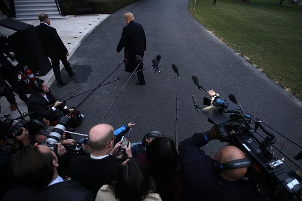 男「President Trump Arrives Back At The White House From Palm Beach, Florida」:写真・画像(7)[壁紙.com]