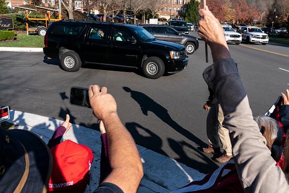Joshua Roberts「President Trump Goes Golfing In Virginia」:写真・画像(9)[壁紙.com]