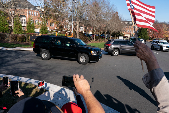 Joshua Roberts「President Trump Goes Golfing In Virginia」:写真・画像(8)[壁紙.com]