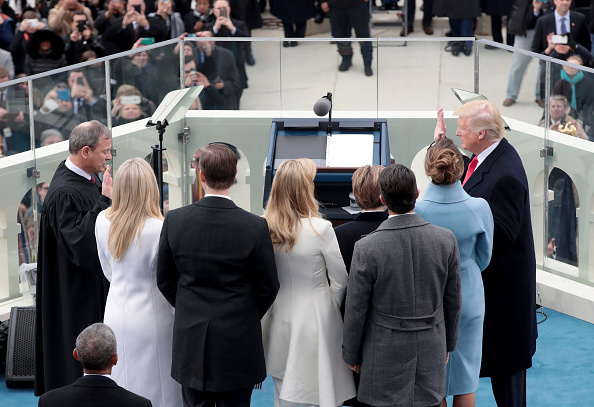 Medium Group Of People「Donald Trump Is Sworn In As 45th President Of The United States」:写真・画像(5)[壁紙.com]