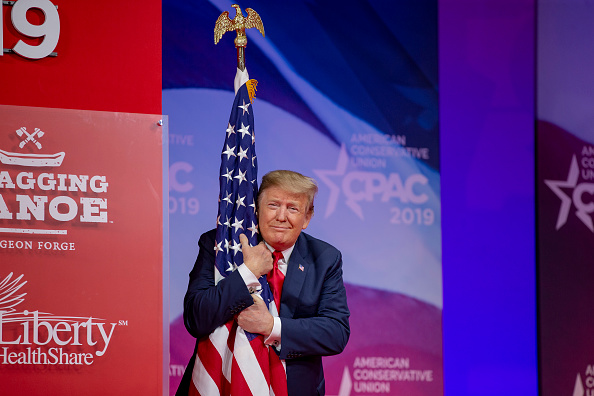 Flag「President Trump Addresses Conservative Political Action Conference」:写真・画像(1)[壁紙.com]