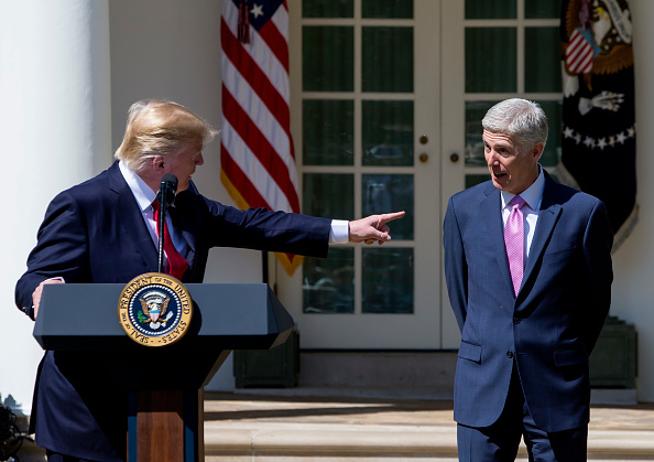 Pointing「Neil Gorsuch Is Sworn In As Associate Justice To Supreme Court」:写真・画像(14)[壁紙.com]