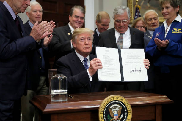 NASA「President Trump Participates In Signing Of Space Policy Directive」:写真・画像(7)[壁紙.com]