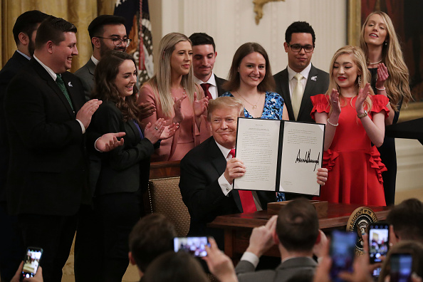 University「President Donald Trump Signs Executive Order To Uphold Free Speech On College Campuses」:写真・画像(0)[壁紙.com]