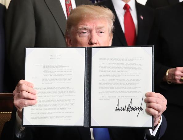 Trader「President Trump Signs A Presidential Memorandum On Sanctioning China Over Economic Aggression」:写真・画像(9)[壁紙.com]