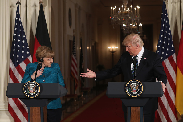 Press Room「Donald Trump Holds Joint Press Conference With German Chancellor Angela Merkel」:写真・画像(2)[壁紙.com]