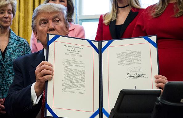 署名「President Trump Signs Two Bills Aimed At Enabling Women's Careers」:写真・画像(17)[壁紙.com]