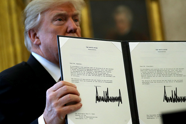 Law「Donald Trump Signs Tax Reform And Jobs Bill Into Law At The White House」:写真・画像(16)[壁紙.com]