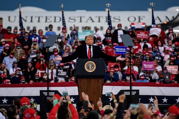 Speech「President Trump Holds Campaign Rally In Fayetteville, North Carolina」:写真・画像(16)[壁紙.com]